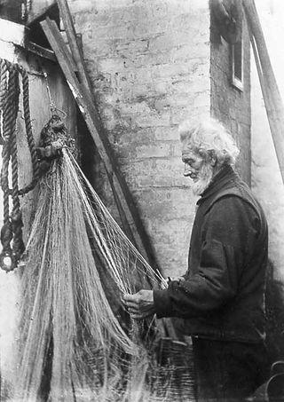 0_around_edinburgh_-_newhaven_fishermen_moe038_mending_nets